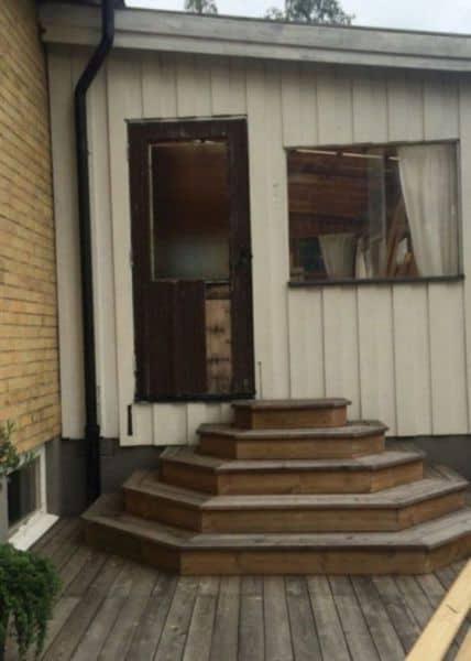 escaleras y puerta